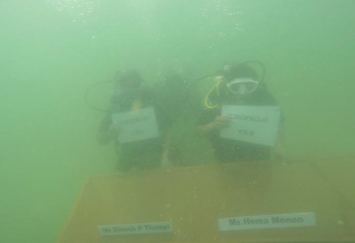 underwater-conference7