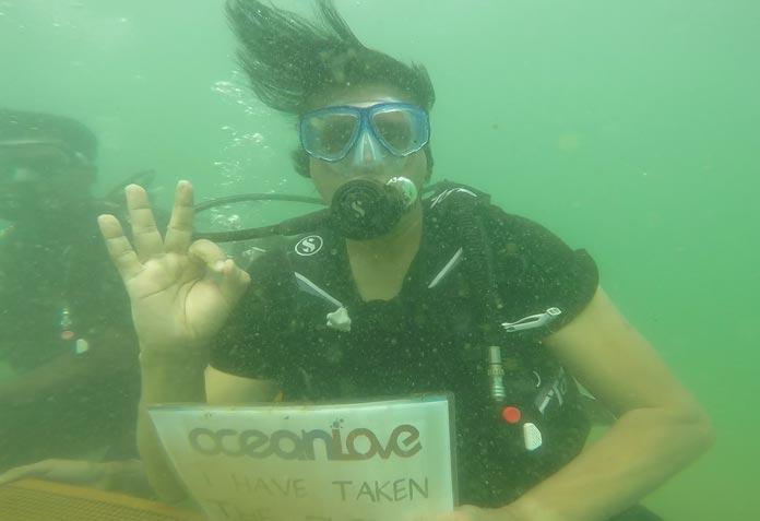 underwater-conference9